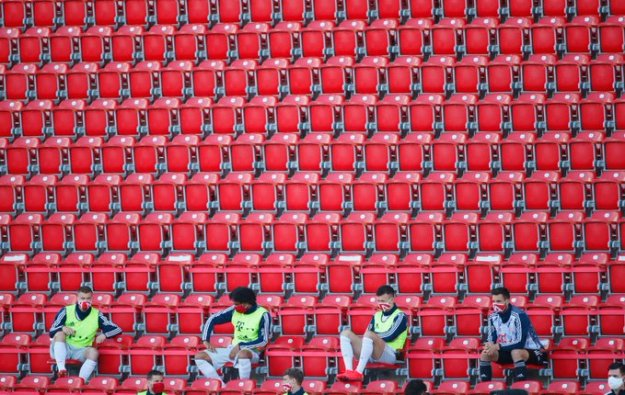 Bundesliga_social distancing